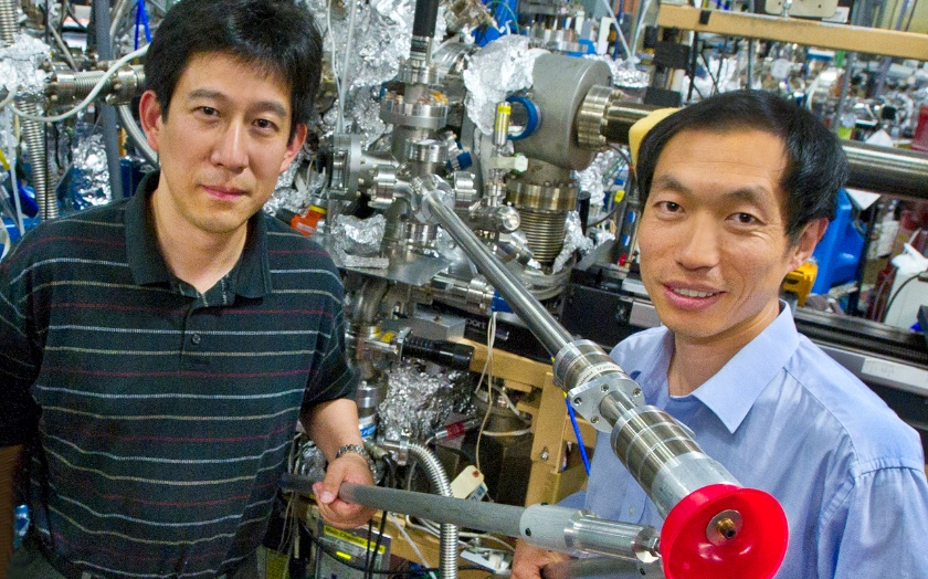 Gao Liu (left) and Wanli Yang at the Advanced Light Source beamline where this research was conducted.
