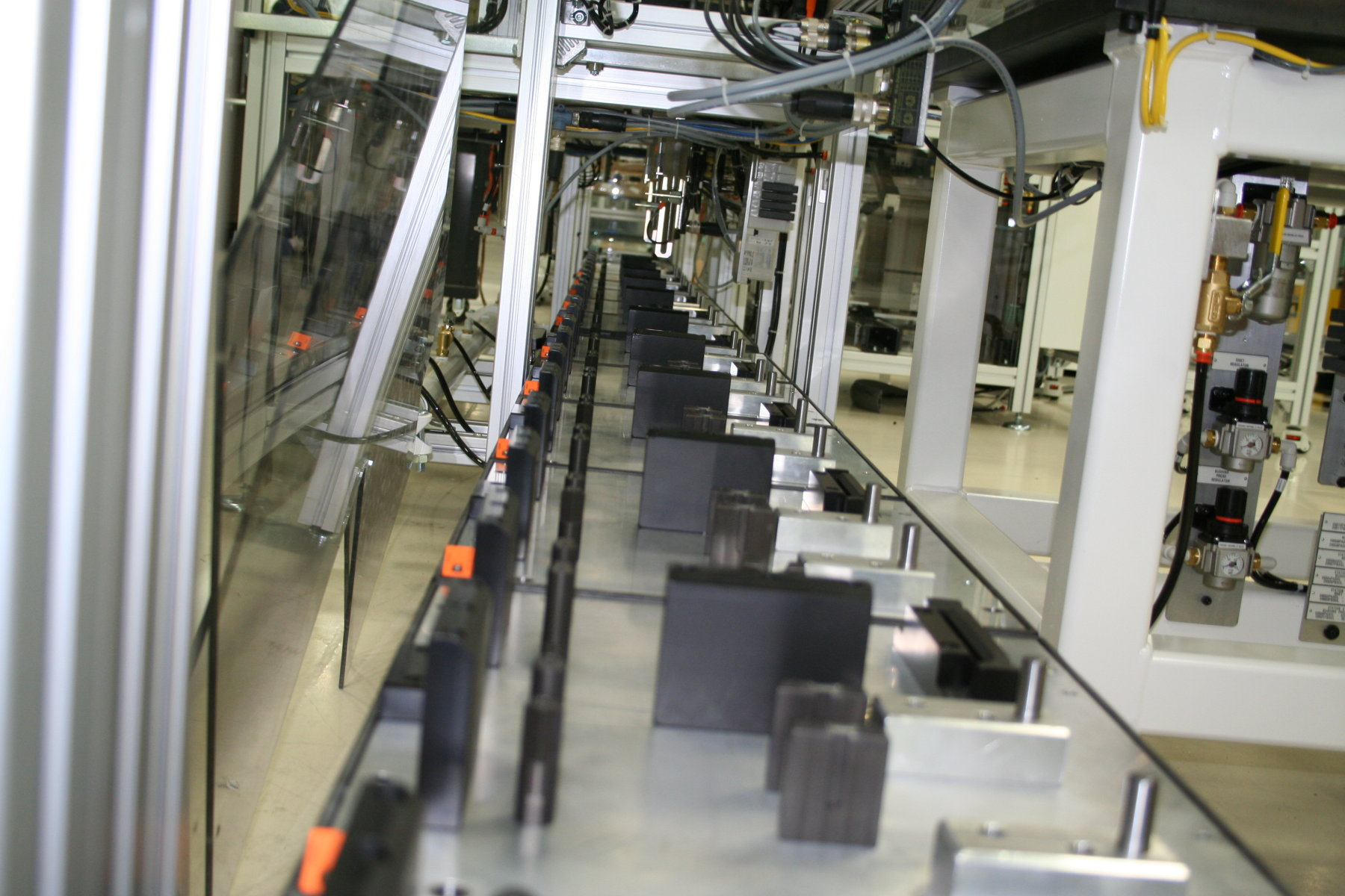 Assembly Line Systems : Modular conveyor technologies give manufacturers an edge